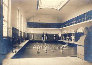 Kryta pływalnia, 1915-1920